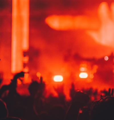 Featured Image 3 skäl till att musik konserter ofta organiseras nära kasinon 400x420 - 3 Anledningar till varför Musik Konserter ofta arrangeras nära Kasinon